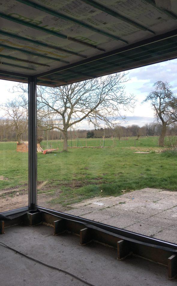 nieuw raam geplaatst in Drongen werf ROBUUST architectuur en onderzoek